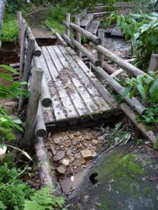 破損した橋