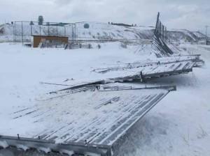 暴風で倒れた暴雪柵