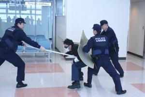 空港で不審者訓練