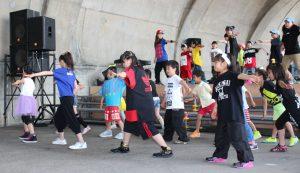 12団体がダンス